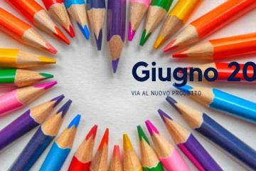 immagine di Nuovo progetto a Giugno, sullo sfondo di matite colorate