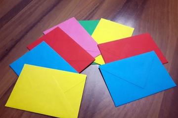 buste colorate utilizzate dai genitori durante durante incontri di parent training presso la sede di Salerno della Fondazione MAC insieme